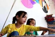 战火中的彩色风筝:儿童节寻找做风筝的阿富汗女孩