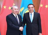 李克强会见哈萨克斯坦总统纳扎尔巴耶夫