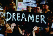 非法移民组团闯美国 特朗普威胁断援助