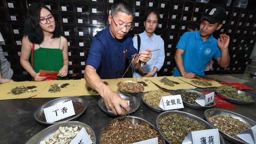 """傳統中藥文化展示迎接""""文化和自然遺產日"""""""