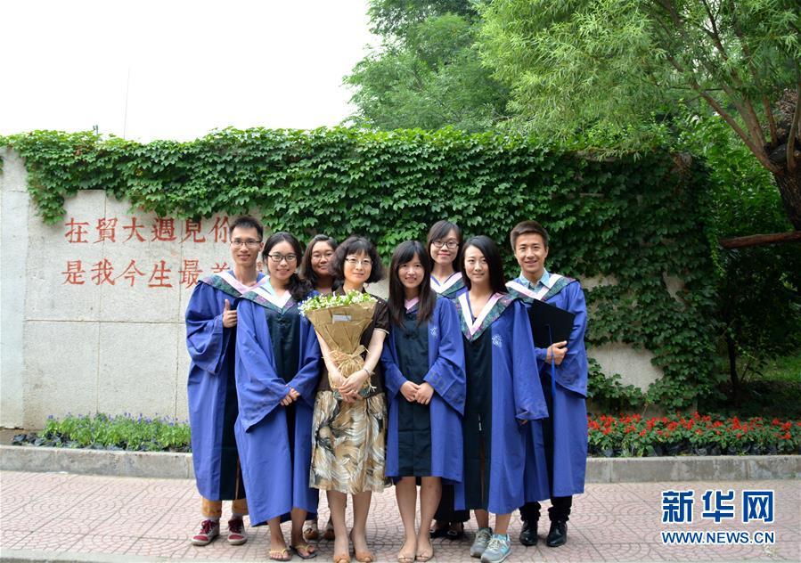 """(爱国情 奋斗者·图文互动)(2)""""最好的思念,就是活成'她'""""——记对外经济贸易大学教授于瑾"""
