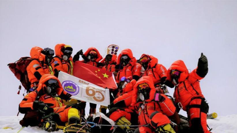 """登顶!中国测量登山队再测珠峰""""身高"""""""